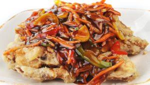 V-11 Vištienos sparneliai su daržovėmis saldžiarūgščiai